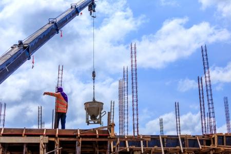 Crane working in construction on blue sky Standard-Bild