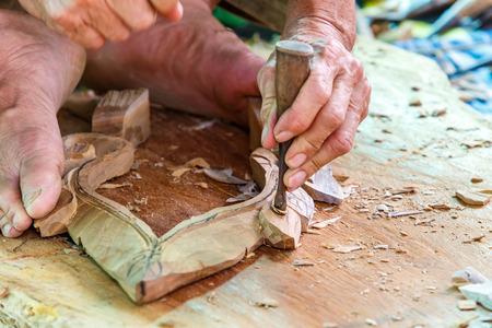trinchante: Mano de madera tallado tallador