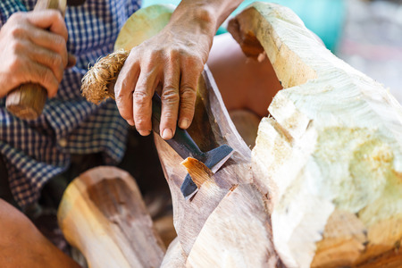 schnitzer: Hand schnitzen Holzschnitzer