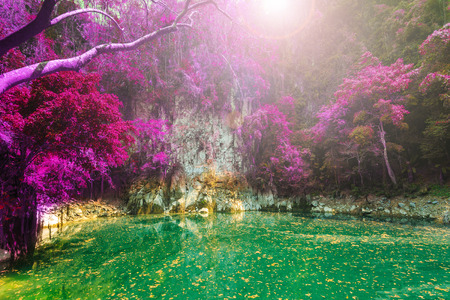 wonderful crater lagoon in thailand, lom pu keaw lagoon lampang 版權商用圖片