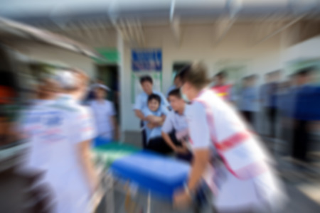 emergencia: primeros auxilios de emergencia borrosa