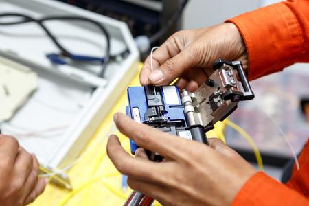 fiber optic cable: fiber optic cable splice machine