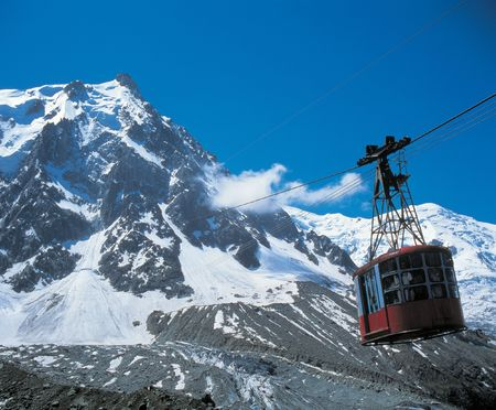 Cable Car with Snow Mountain Stockfoto