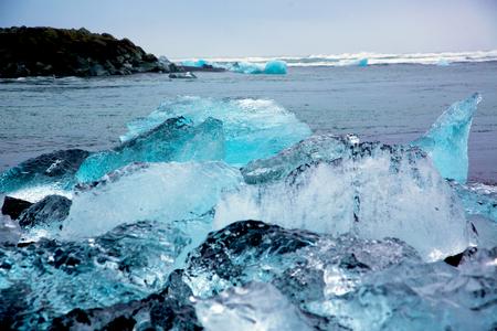 Glacier ice chunks on Diamond Beach at Jökullsarlon Stockfoto - 124810301