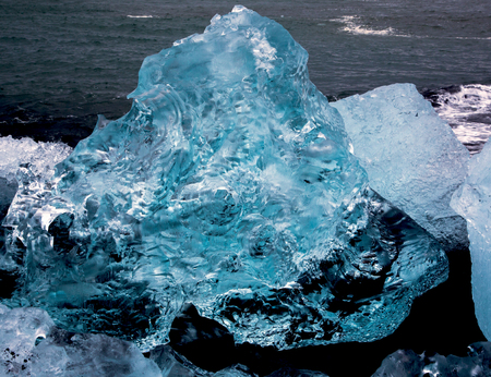 Glacier ice chunks on Diamond Beach from Eyjafjallajoekull Stockfoto