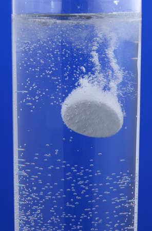 dissolve: one pill dissolve in water with bubbles