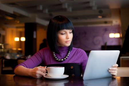 cafe internet: chica en caf� Foto de archivo