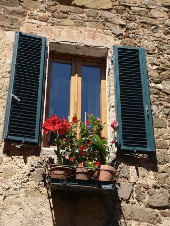 agriturismo: Montalcino - stone architecture and flowers Stock Photo