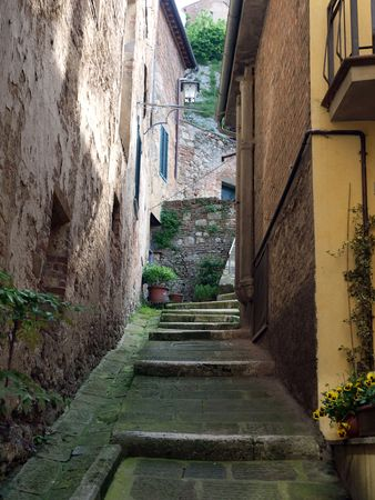 Montepulciano - the narrow streets of the historic city center 스톡 콘텐츠