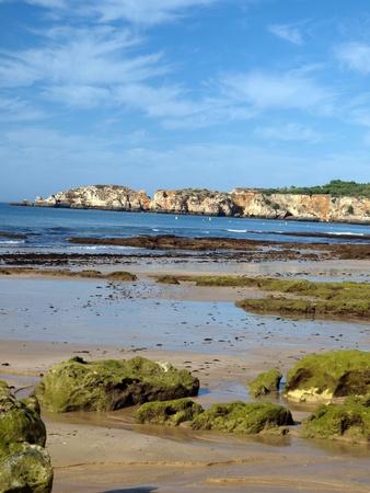 vilamoura: Algarve coast at low tide the ocean   Stock Photo