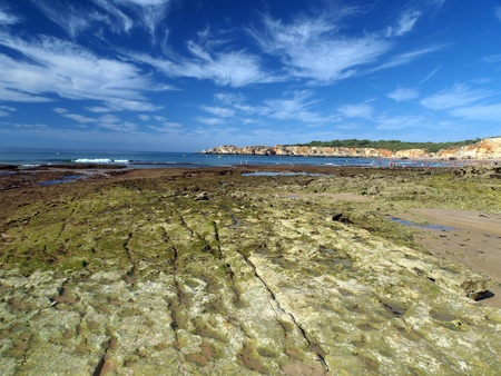 vilamoura: Algarve coast at low tide the ocean   Stock Photo