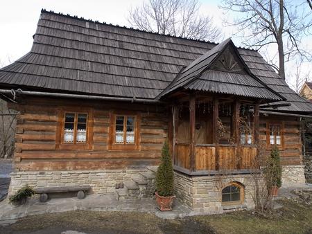 paucity: Traditional polish wooden hut from Zakopane, Poland