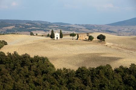 cappella: Cappella di Vitaleta, de Val d'Orcia, en Toscana Foto de archivo