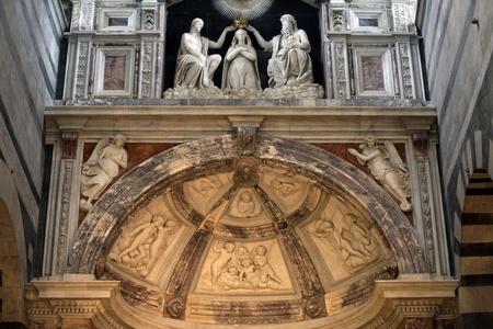 Duomu interior - Pisa, Tuscany Italy