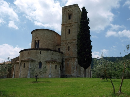 val dorcia: Sant Antimo Abbey near Montalcino in Tuscany, Italy Stock Photo