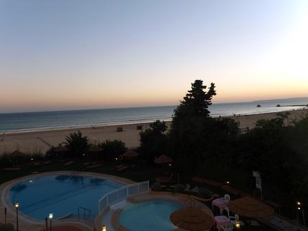 vilamoura: Praia da Rocha in the glow of the sunset. Portimao, Algarve