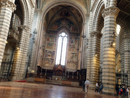 orvieto: Interior and main nave of Cathedral (Duomo). Orvieto, Umbria