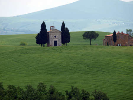 valdorcia: The lonely church Capella de Vitaleta near Pienza, Tuscany Stock Photo