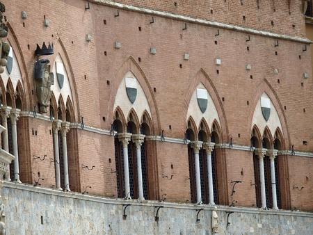 campo: Siena - Piazza del Campo and Palazzo Sansedoni Editorial