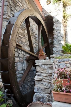 watermill: El antiguo molino de agua en Manarola