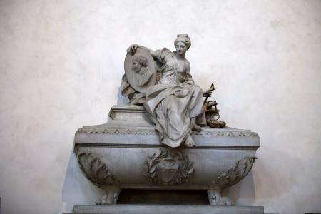 피렌체 - 니콜로 마키아 벨리의 산타 크로체 무덤 에디토리얼