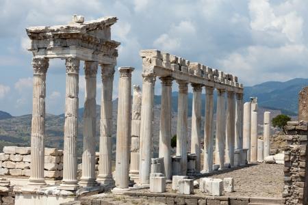 페르가몬의 아크로 폴리스에서 트 라 야누스의 사원