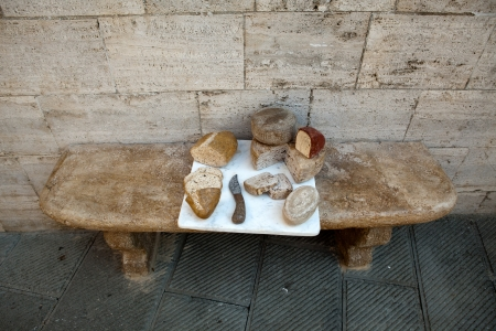 valdorcia: Tuscan cheeses and the bread performed  of stone