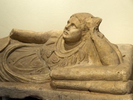 古代エトルリア美術。キウージ、トスカーナの石棺。 写真素材 - 18792243