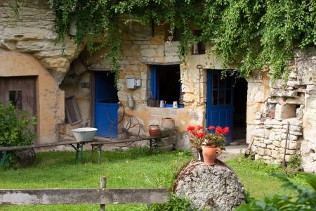 Die Heimstätte des troglodytes in den Felsen in der Nähe von Saumur geschmiedet Standard-Bild - 24875072