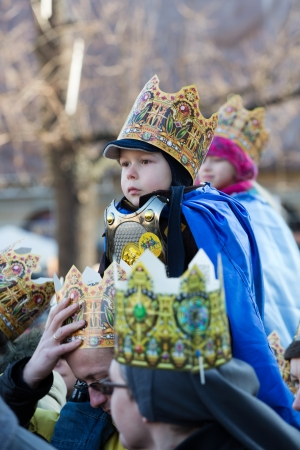 melchor: Cracow, Poland - January 5, 2014  Biblical Magi Three Wise Men parade  around the Main Market Square in Cracow