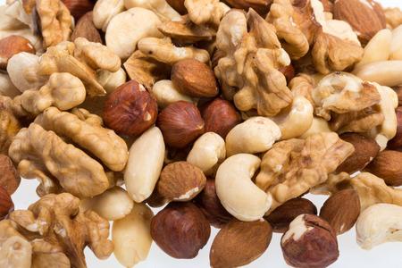 pignons de pin:  mixed nuts -  hazelnuts, walnuts, cashews,  pine nuts Banque d'images