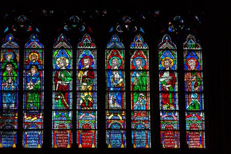 vetrate colorate: Vetrate dentro la Cattedrale di Notre Dame, Parigi, Francia