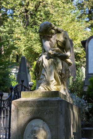 frederic: PARIS, FRANCIA - 12 de septiembre 2014: La tumba de Frederic Chopin, el famoso compositor polaco, en Pere Lachaise, en Par�s, Francia