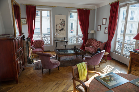 classic living room: classic living room in a old apartment in Paris
