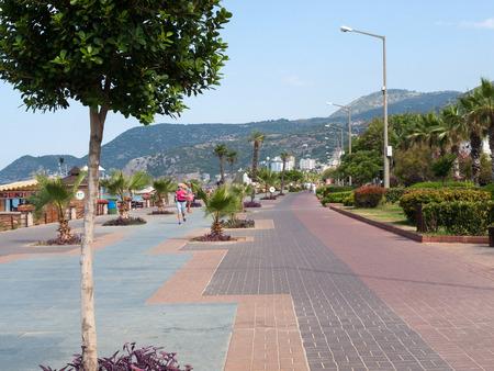 alanya: Alanya - Cleopatra beach. Long boardwalk and bike path . Turkey