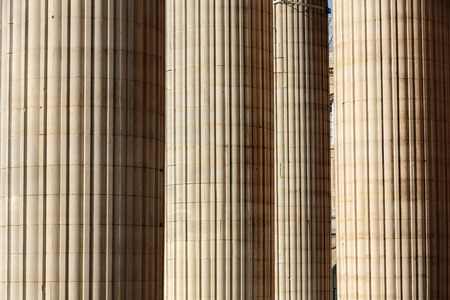 flute structure: Classical columns at the front of the pantheon in Paris