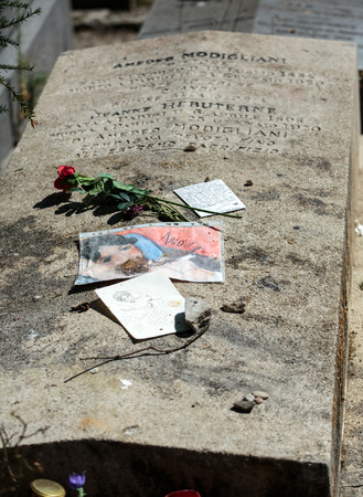 morrison: PARIS, FRANCE - SEPT 12, 2014: Amedeo Modigliani and Jeanne Hebuterne grave in Pere-Lachaise cemetery, Paris, France Editorial