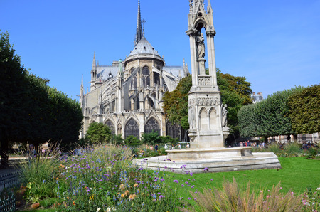 fontaine: Paris - Fountain of Virgin in Square Jean XXIII and east side of Cathedral Notre Dame Stock Photo