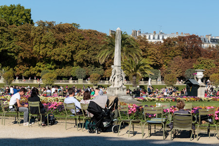 persone relax: PARIS, FRANCE - SEPTEMBER 12, 2014: People relax in Luxembourg Gardens in Paris, France. Luxembourg area is popular among tourists in Paris, the most visited city worldwide.