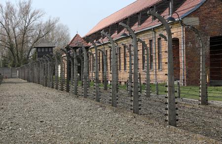 elektrischer Zaun: Elektrozaun im ehemaligen Konzentrationslager Auschwitz I, Polen