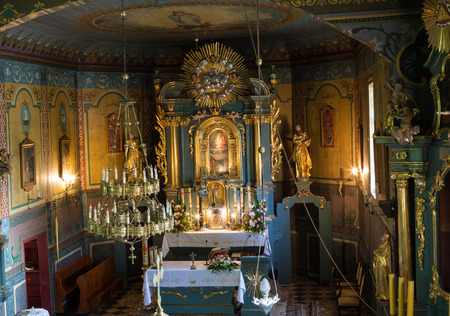 cracovia: PODSTOLICE, CRACOW, POLAND - JUNE 30, 2015: Interior of the wooden antique church in Podstolice near Cracow. Poland