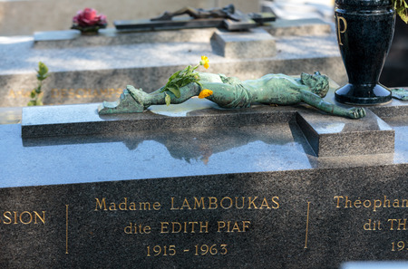 edith: PARIS, FRANCE - SEPT 12, 2014: Edith Piaf grave in Pere-Lachaise cemetery, Paris, France Editorial