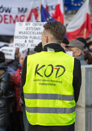 democracia: CRACOW, POLAND - JANUARY 9, 2016:  -  The demonstration of the Committee of the Defence  of the Democracy  KOD  for free media wolne media and democracy against PIS government. Cracow , Poland Editorial