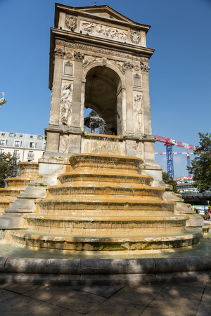 fontaine: Paris - The Fontaine des Innocents is a monumental public fountain located on the place Joachim-du-Bellay in the Les Halles district in Paris, France