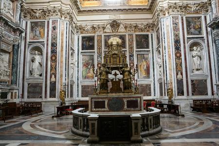 oratory: Interior de la bas�lica de Santa Mar�a la Mayor. Altar de la Capilla Sixtina y el Oratorio de la Natividad. Roma. Italia