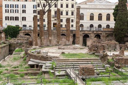 torre: Archaeological area of Largo di Torre Argentina in Rome, Italy