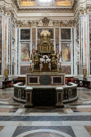 oratoria: Interior de la bas�lica de Santa Mar�a la Mayor. Altar de la Capilla Sixtina y el Oratorio de la Natividad. Roma. Italia