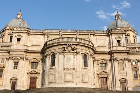 cappella: Basílica de Santa María la Mayor, Capilla Paulina, vista desde la plaza Esquilino en Roma. Italia. Foto de archivo