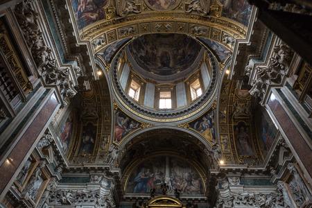 Interior de la Basílica de Santa Maria Maggiore. La Capilla Borghese. Roma. Italia Foto de archivo - 56848565