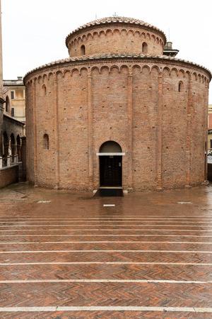 lorenzo: Rotonda di San Lorenzo in Mantua. Italy Editorial